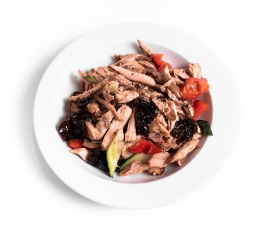 6 Салат з куркою, китайськими грибами Муер та овочами