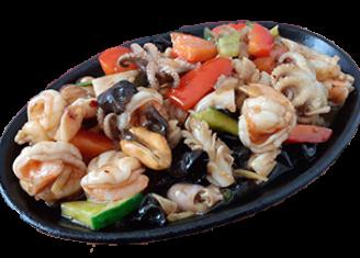 Жаровня морепродуктів в гострому устричному соусі
