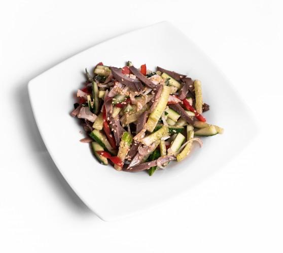 119 Салат з язиком, свіжими овочами та кунжутом