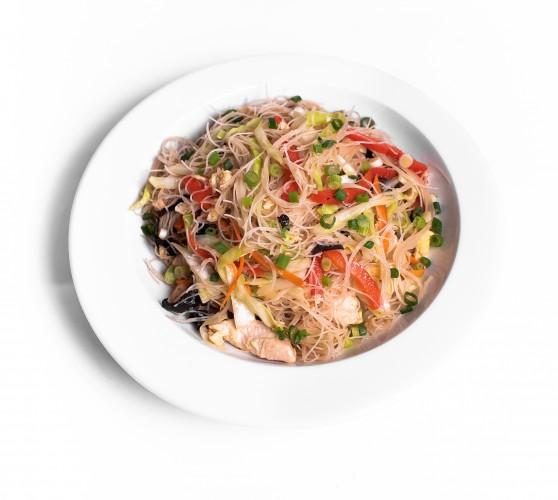 76 Рисова локшина смажена з куркою та овочами