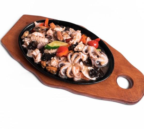 54 Жаровня морепродуктів в гострому устричному соусі