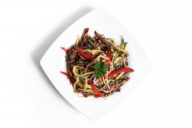 116 Салат з свинними вушками та овочами