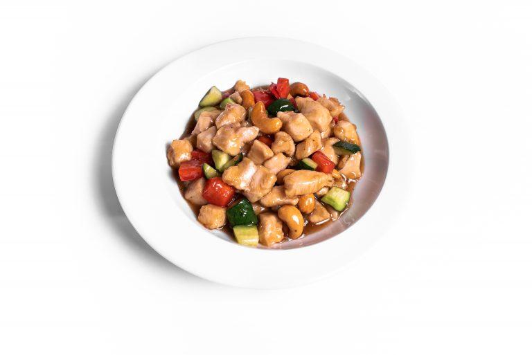 78 Куряче філе обсмажене з овочами та горішками кеш'ю